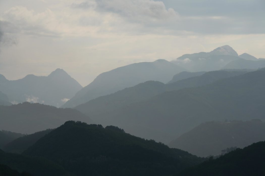 1 Beautiful Views Across The Garfagnana Valley To The Alpi Apuane
