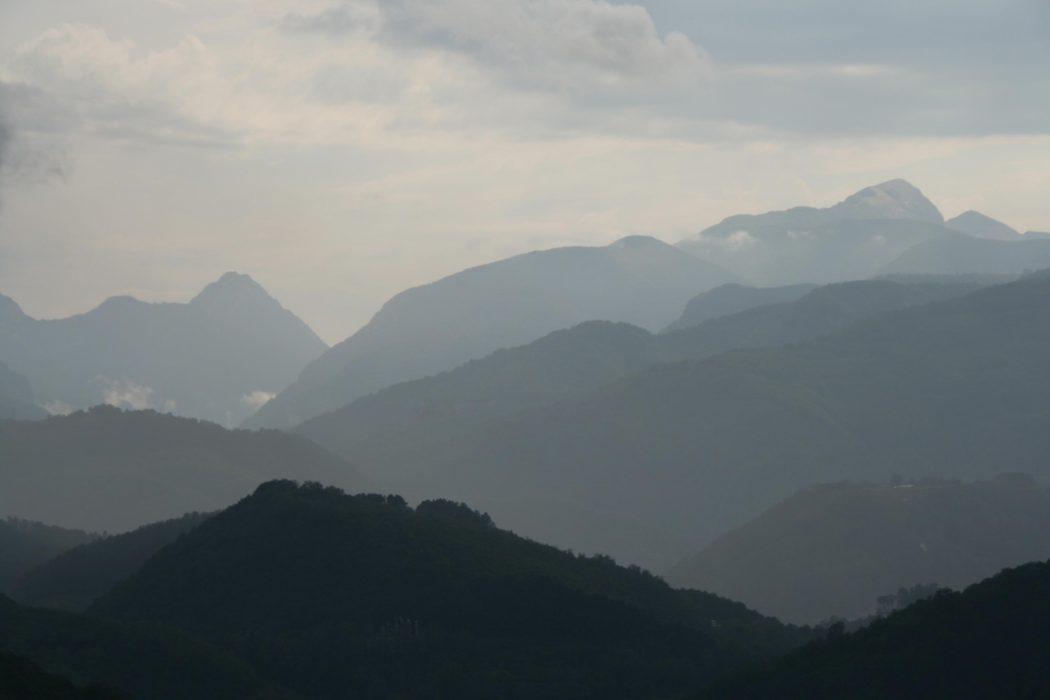 1 Beautiful Views Across The Garfagnana Valley To The Alpi Apuane