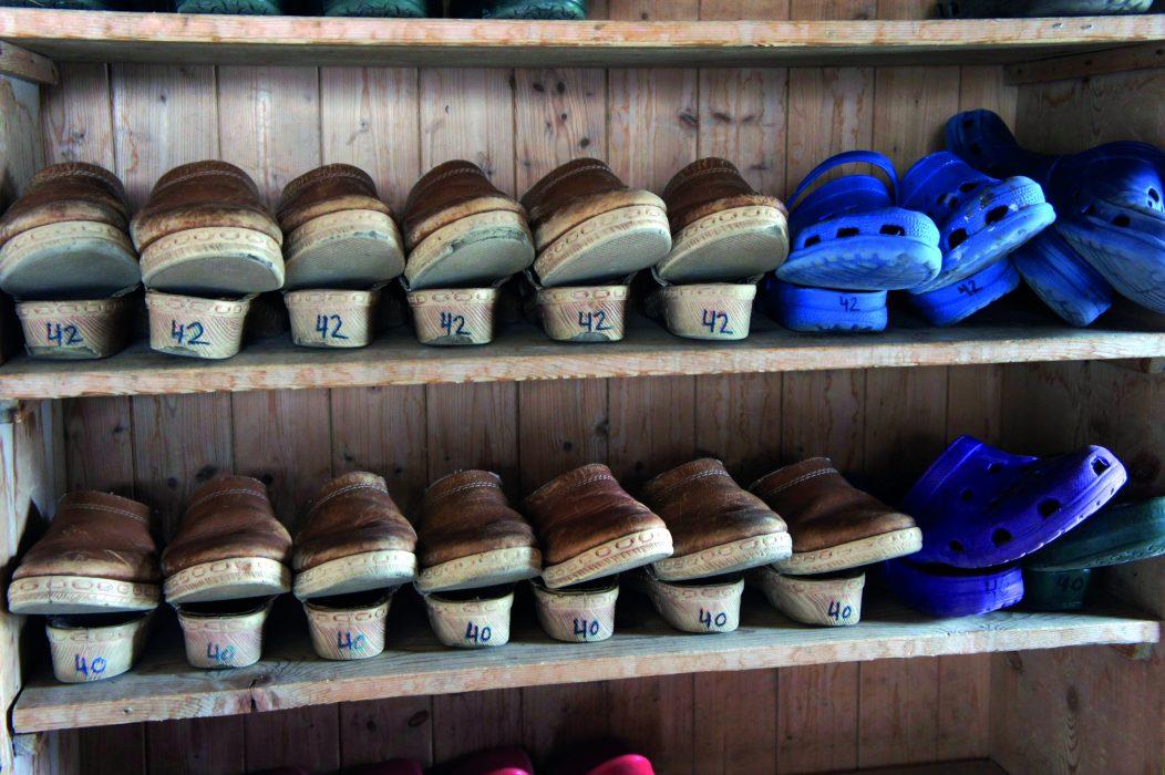 Hut footwear