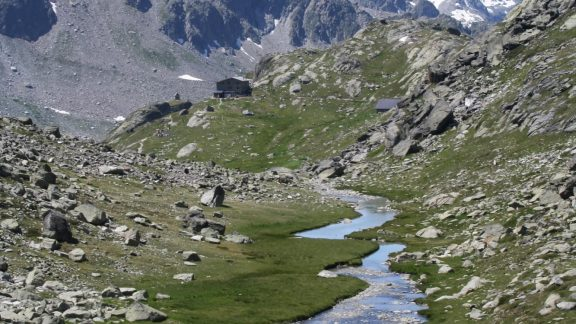 17 Descending The Comba Des Usselletes Towards Rifugio Deffeyes