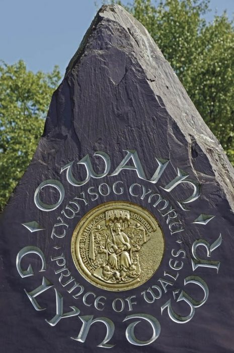 A stone monument to Owain Glyndŵr, Prince of Wales, in a park at Machynlleth