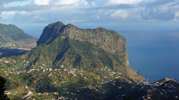 The mini-mountain of Penha d'Águia rises above the north coast