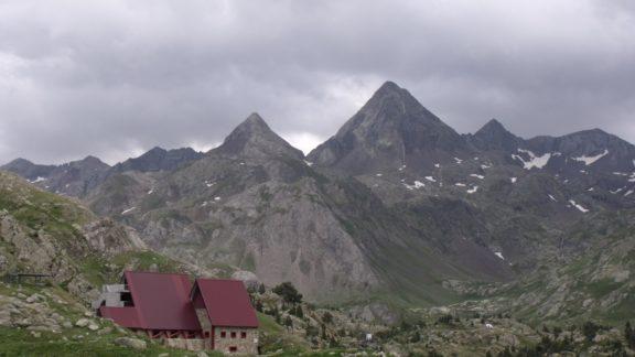 Infierno peaks over Ibón de Respomuso