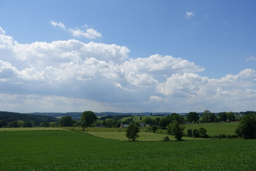 Big sky country between Commanster and Burg Reuland (Wallonia)
