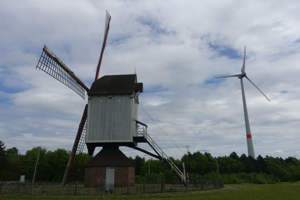 Old and new wind power near Olen (Flanders)