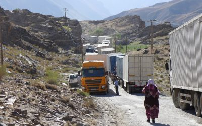 Lorry blocking the road, causing a massive traffic jam on the Pamir Highway