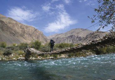 Exciting bridge across the Gunt River, Bachor
