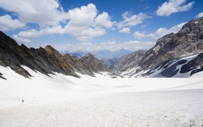No crowds on the final approach of the glaciated Tabaspin Pass (4040m), in the heart of the Zerafshan Range. Tajikistan is still unknown as a trekking destination.