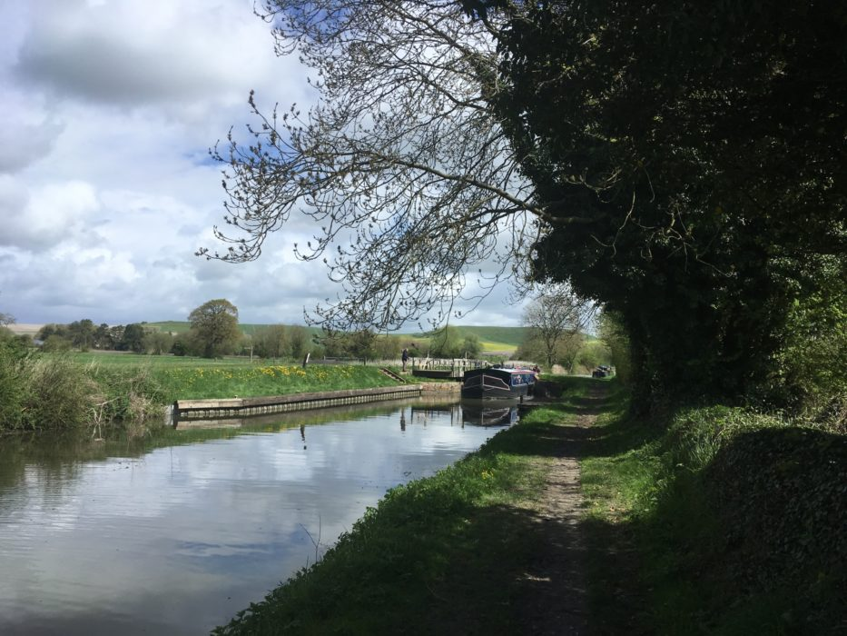 Fine walking following the Kennet and Avon Canal