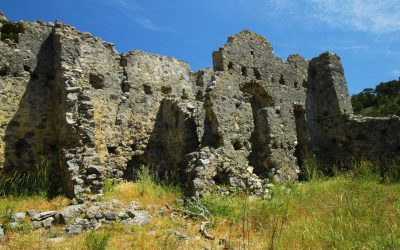 The crumbling walls gave a good idea of what the building might have looked like centuries ago