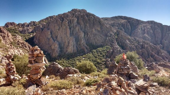 The mass of cairns on top of Amelu Wall is unusual for somewhere that is not a summit but what a superb vantage point to look towards the northern rocky mass of Jebel El Kest and its higher more distant summit, only 90 minutes away.