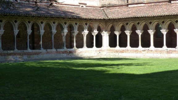 16 The oldest example of intact cloisters in Europe (Moissac)