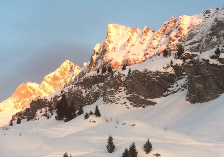 Les Dents Blanches: Snowshoeing and ski touring in Samoëns, France