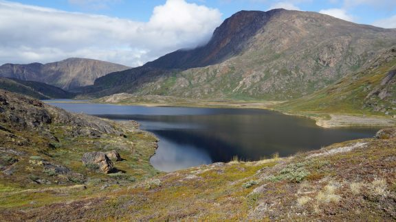09 Lakes and mountains are often in view along the Arctic Circle Trail