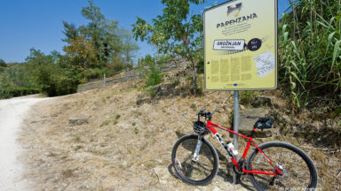Parenzana cycle route just outside Grožnjan, Istria, Croatia. © Rudolf Abraham