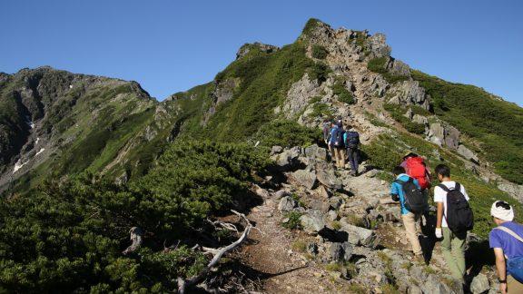 Kitadake9 Hikers navigate the rocky alpine ridge towards the summit