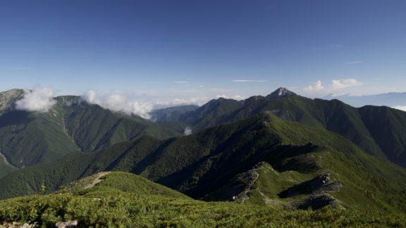 Kitadake8 Impressive views south toward the pointy peak of Mt Kai-komagatake