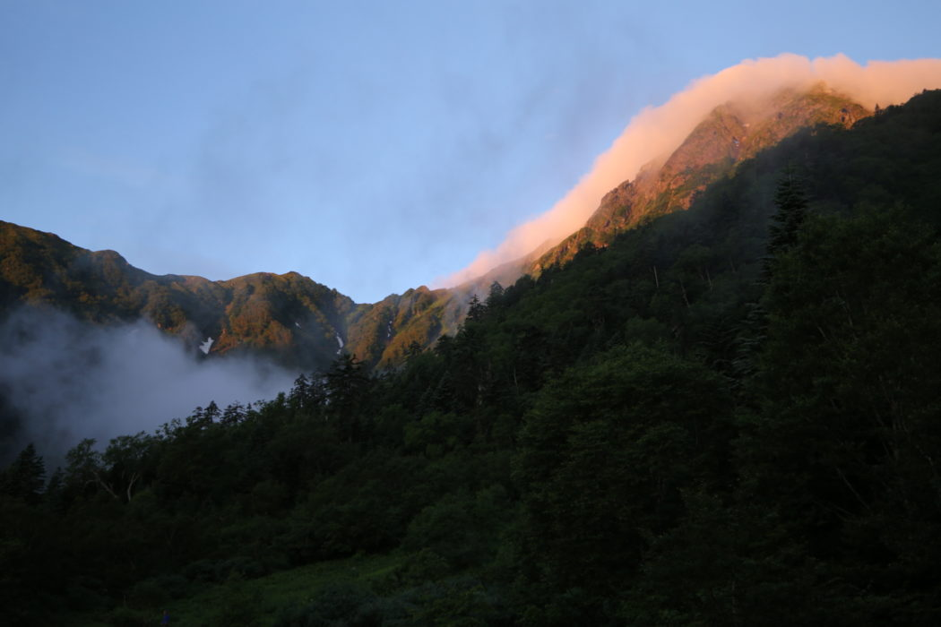 Kitadake5 Lingering cloud on the summit of Kita-dake glows red at dawn