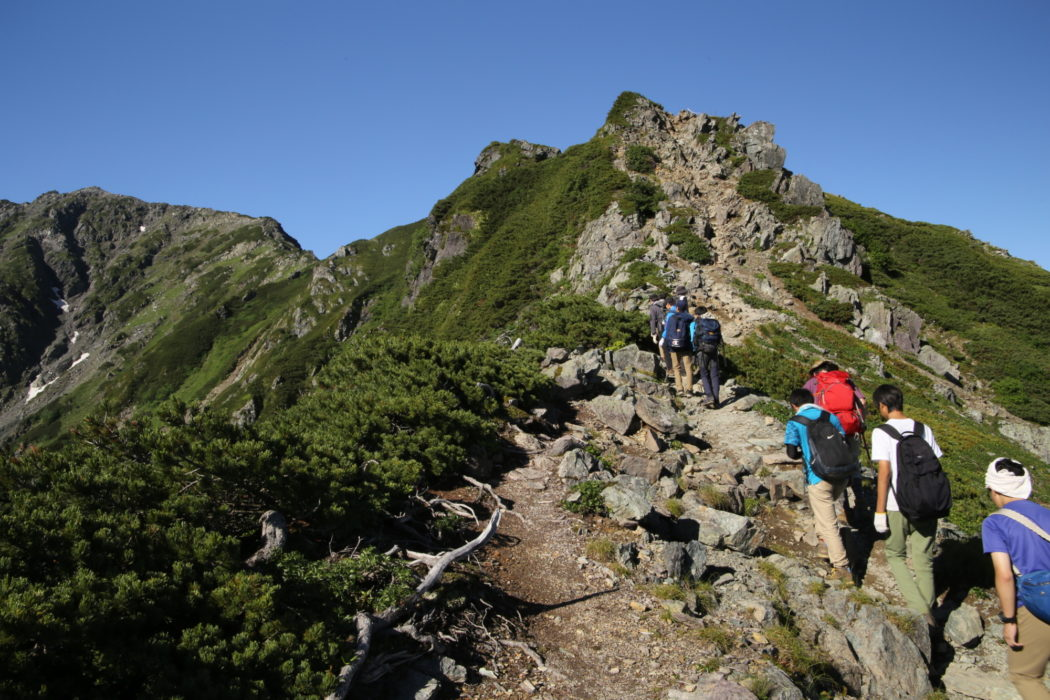 Kitadake9 Hikers navigate the rocky alpine ridge towards the summit
