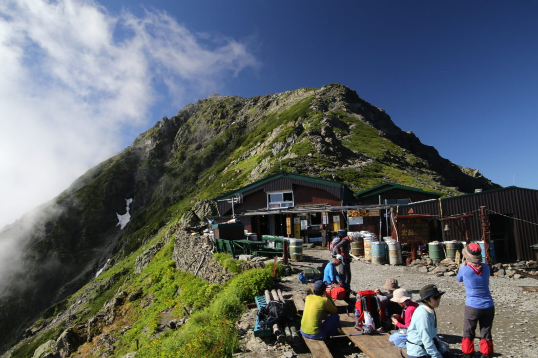 Kitadake11 Kata-no-goya hut sits on a shoulder at 3000m just below the summit plateau