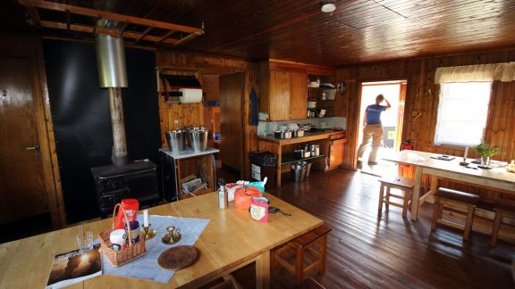 1 Typical STF hut interior.