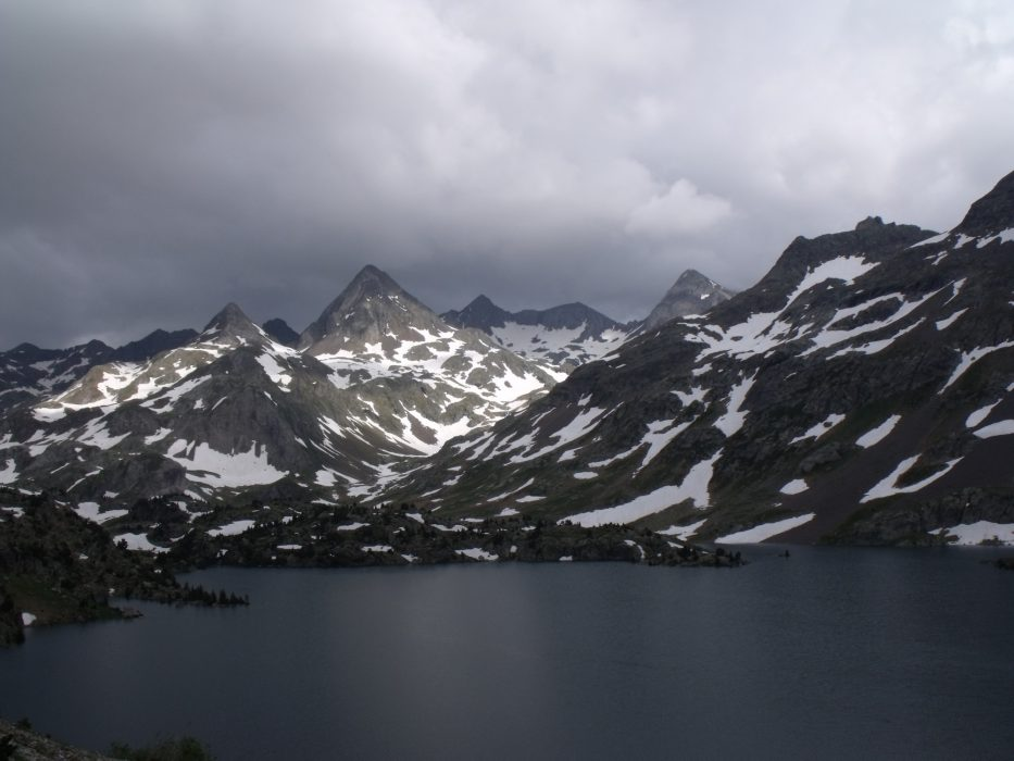 Infierno peaks over Ibón de Respomuso in mid-July in high snow year