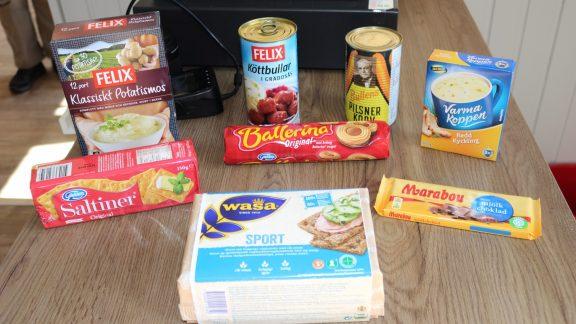 Conventional foods for sale in fjällstuga butik