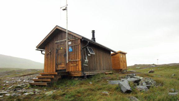 Syterskalet emergency shelter, note the twin latrines
