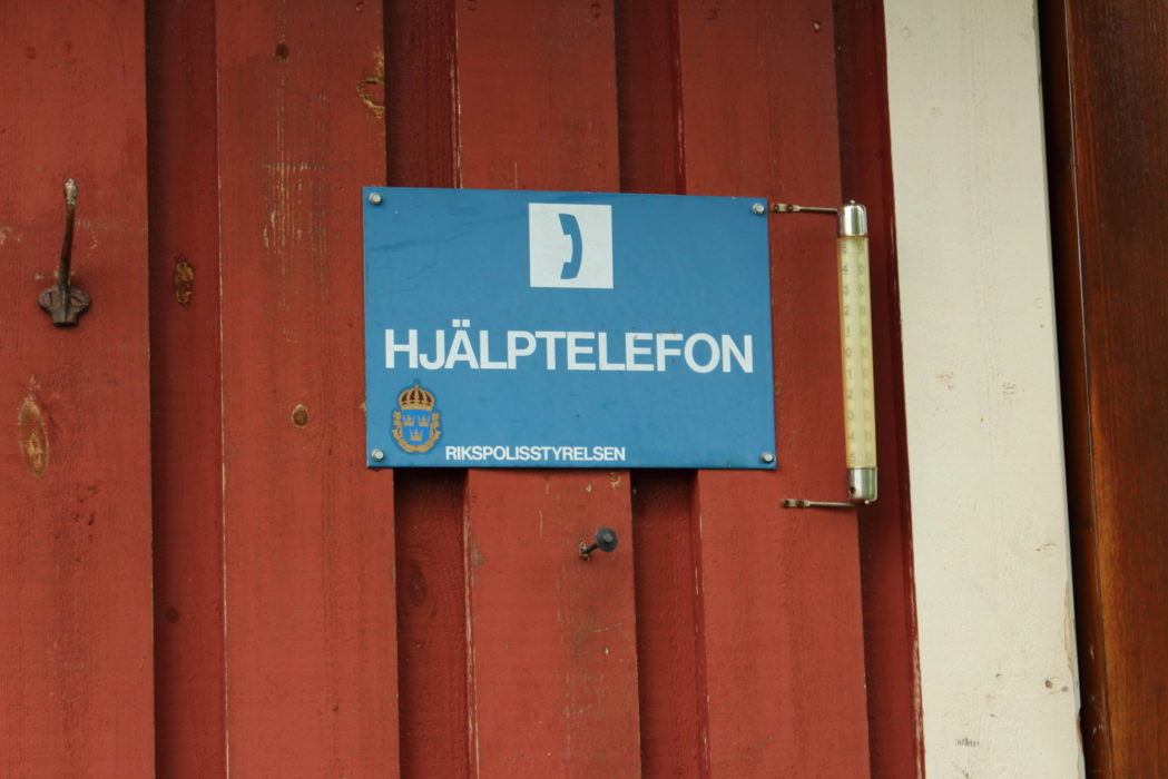 Every fjällstugor and fjállstation has an emergency telephone