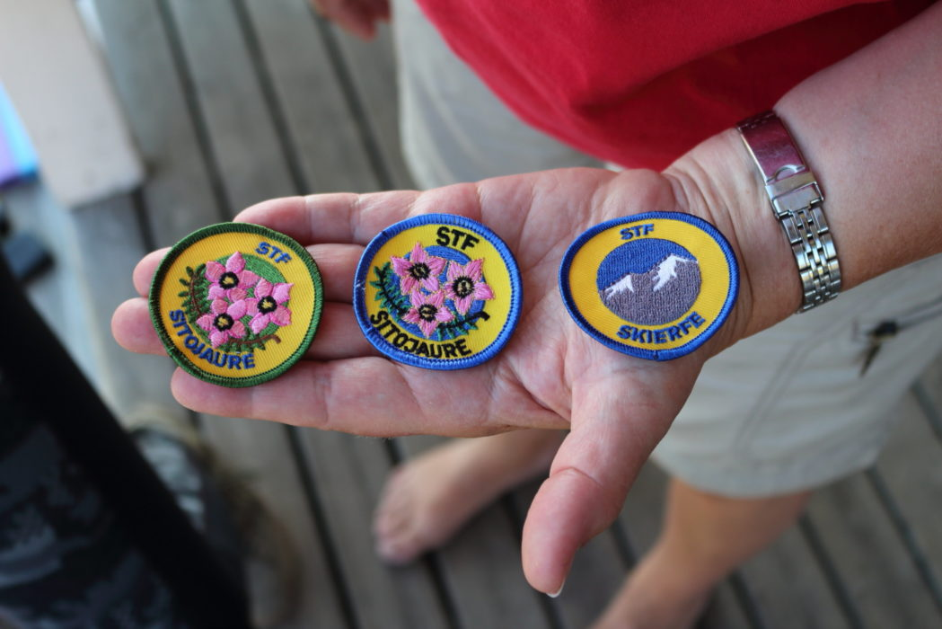 Sew on badges are sold at all fjällstugor and fjällstations