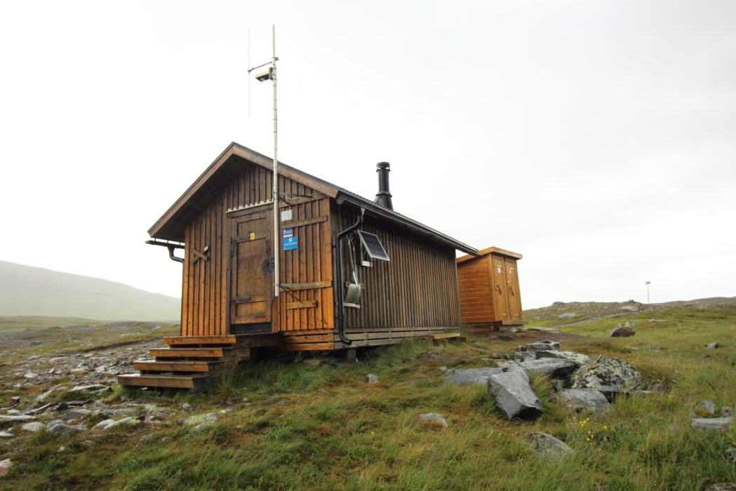 Syterskalet emergency shelter, note the twin latrines