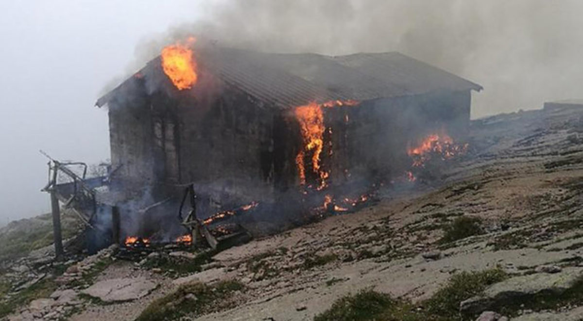 The Refuge d'Ortu di U Piobbu has burnt down. Image from Corse Matin.