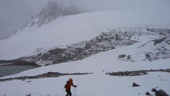 Crossing the Shpodkis Uween pass, almost 5000 metres above sea level