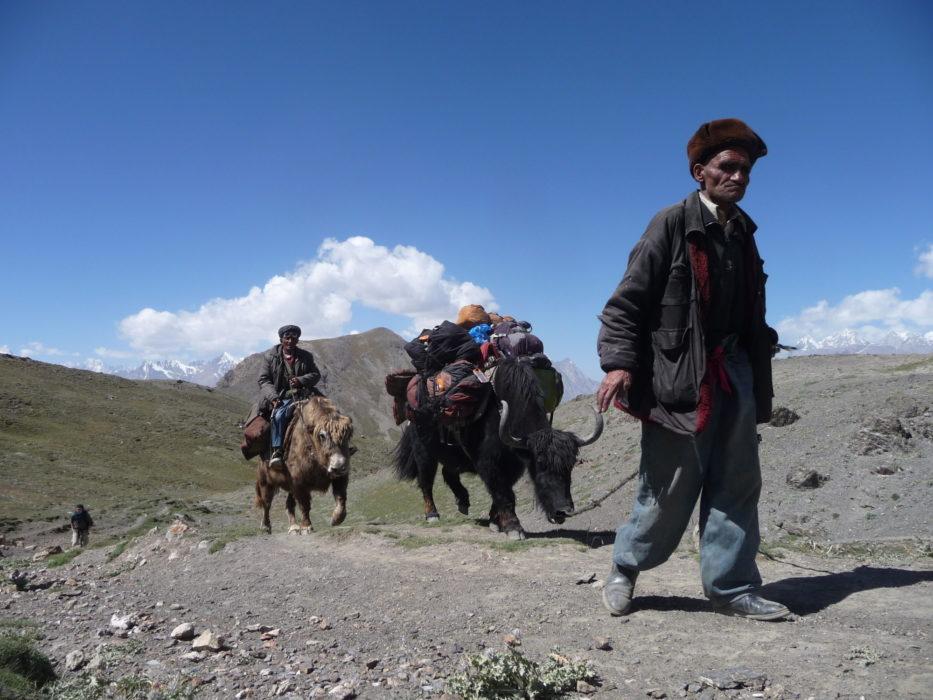 Heading up the 4230m high Daliz Pass