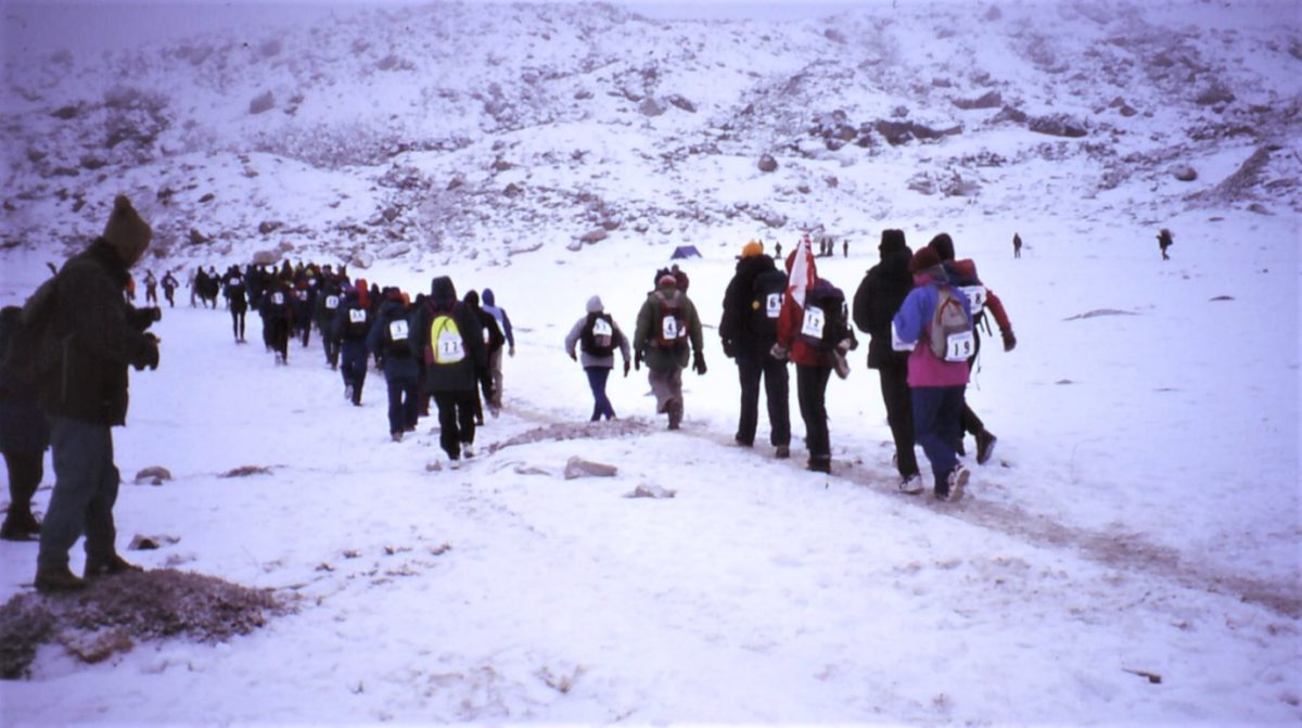 The Snowy Start Of The 2011 Everest Marathon