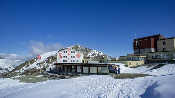 Reached by cablecar from Val Bernina, Diavolezza is a popular excursion for visitors wishing for a close view of the Bernina range