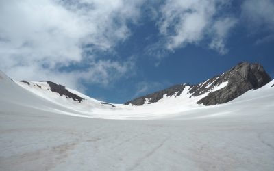 An overview of the Vignemale peak, the Ossoue glacier and the three Russell caves in the middle