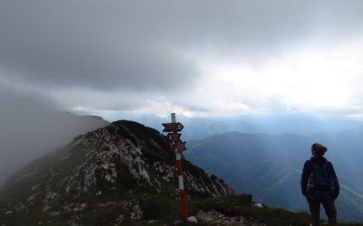 Ascuţit Peak