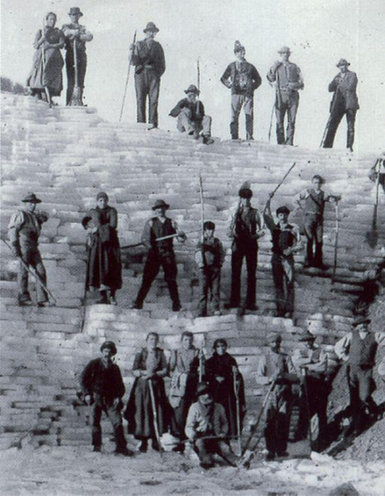 Workers Pose On Cut Slabs Of Ice Archivio Foto Ecomuseo Pistoia