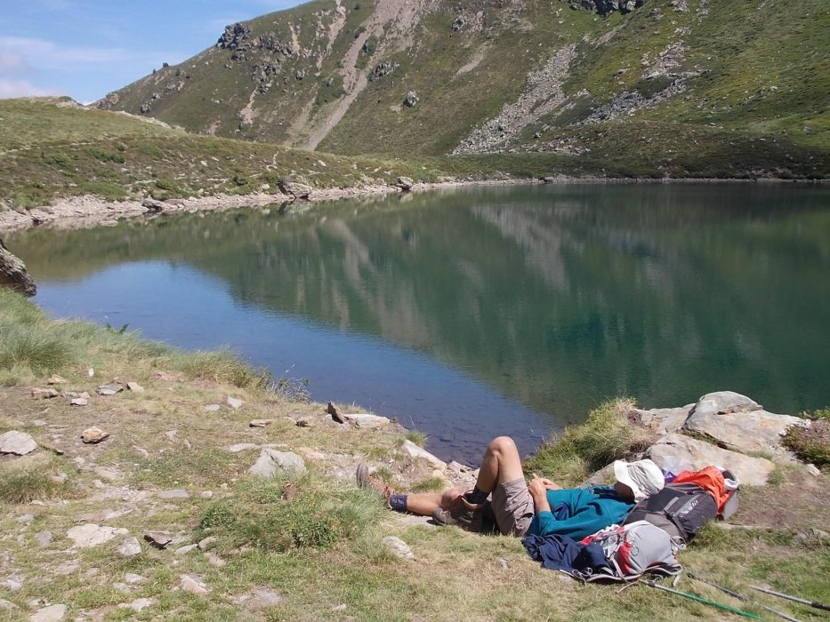 A rest by the lake is always welcome in the Pyrenees and here the author does just that on the way up to the Pinet Refuge