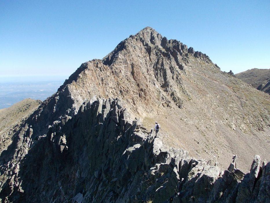 Grand scrambling on the spectacular Quasemi Arete of Pic de Canigou