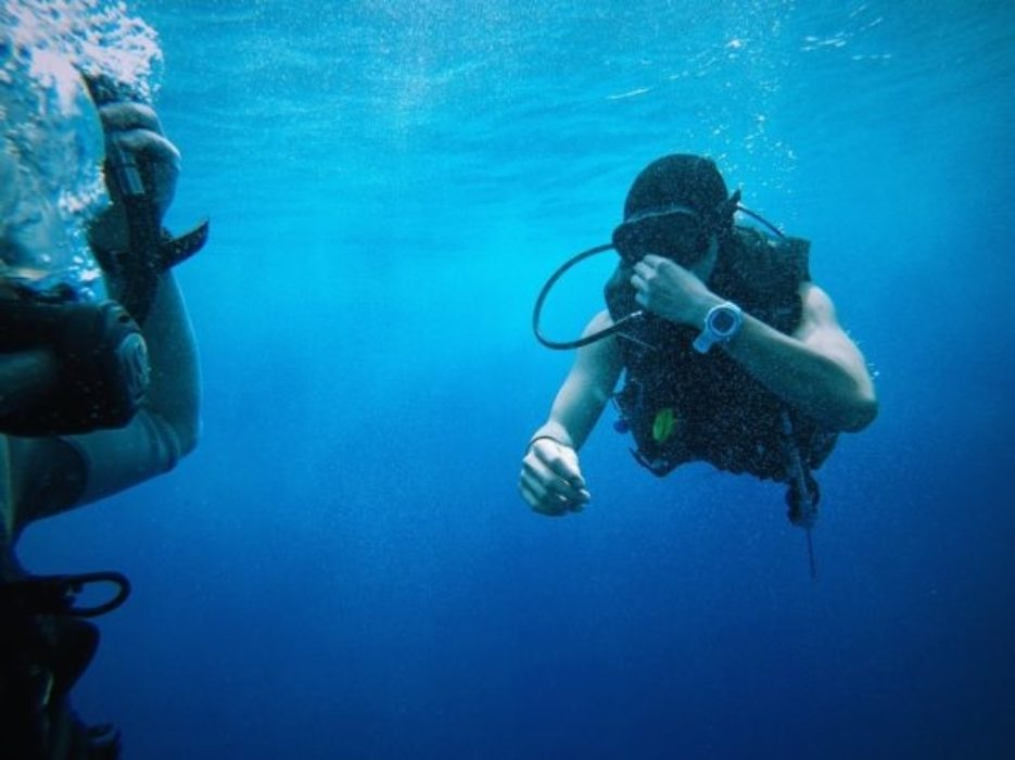 Blue Water 1866976 960 720 600X449, Image source: https://pixabay.com/en/blue-water-divers-equipments-1866976/, Lanzarote - there's something for everyone