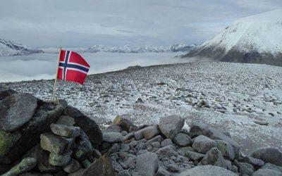 The Summit Of Veslfjellet Looking Towards Besshoe