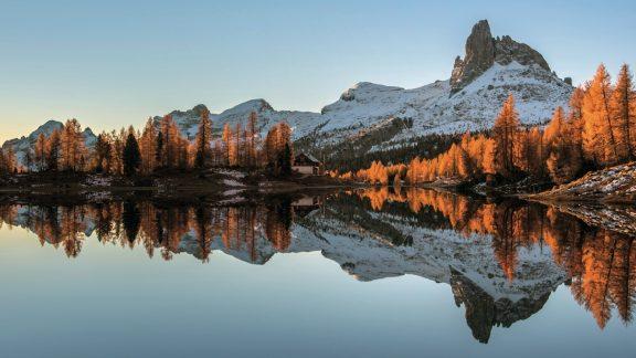 The stunning Lago Federa underneath Croda da Lago